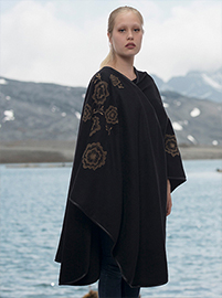 Black Flower Embroidery Alpaca Cape - Recoleta
